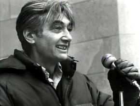 Howard Zinn speaking to a demonstration against the Vietnam War