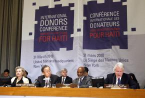 Hillary Clinton, Ban Ki-moon, René Préval and Bill Clinton at the UN donors conference in New York City