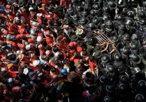 Red shirt protesters clash with police in Bangkok