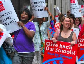Members and supporters of the Chicago Teachers Union picket the Board of Education's downtown headquarters