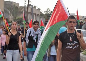 Palestinian protesters march on Land Day