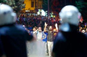 Thousands of protesters respond to police efforts to evict the Gezi Park encampment