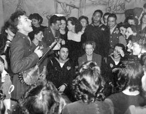 Pete Seeger performs for federal workers in 1944
