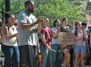 Students rally for fired professor Steven Salaita on the University of Illinois campus