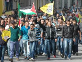 Palestinians marching from Ramallah toward the Qalandiya checkpoint as part of the #On2Jerusalem march
