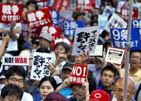 Mass protests outside Japan's parliament against changes to the peace clause of the Constitution