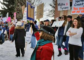 Hundreds stand up against the militias in Harney County