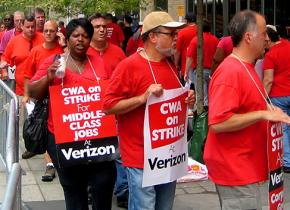 Communications workers picket against Verizon in New York
