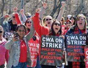 Striking Verizon workers on the picket line