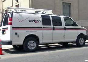 Verizon workers on the job