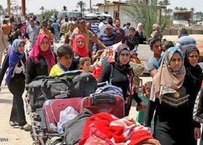 Sunni refugees flee Shia militias near Mosul in Iraq