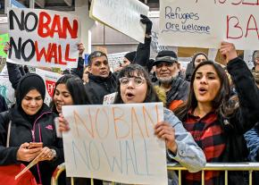 Protesters mobilize at the airports against Trump's Muslim ban
