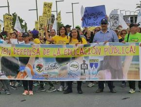 Puerto Rican teachers rally against threats to public education following Hurricane Maria