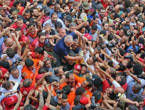 Supporters rally to defend Workers' Party leader Luiz Inácio Lula da Silva (center)