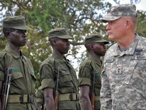 A U.S. major general inspects Ugandan troops