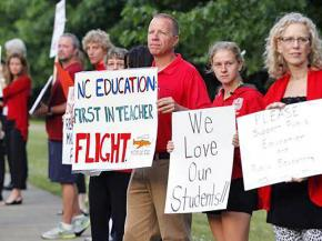 North Carolina teachers rally against poverty conditions in their schools