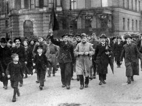 Revolutionaries take to the streets of Berlin on November 9, 1918