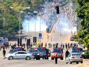 Nigerian security forces open fire on Shia demonstrators outside Abuja