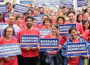 Supporters rally with Rossana Rodríguez-Sánchez (front right) in Chicago