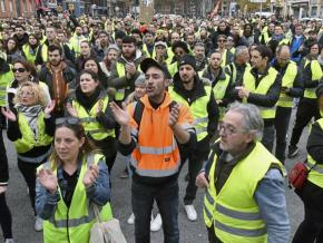 """Yellow vest"" protesters take to the streets of Toulouse, France"
