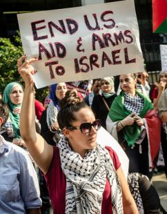 Protesters rally against the ongoing Israeli assault on Gaza (Sarah Rhee)