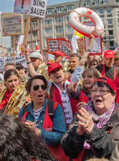 Preschool teachers in Germany rally during their strike (Jonas Priester)