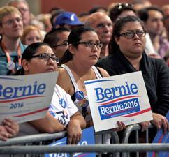Supporters of Bernie Sanders at a town meeting in Phoenix (Gage Skidmore)