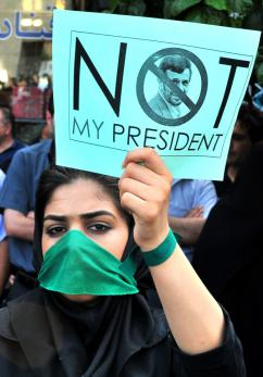 A silent protest in Tehran against repression by the Ahmadinejad regime (Hamed Saber)