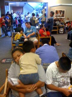 Families waiting between 1 and 2.5 hours for H1N1 vaccinations at a hospital (Vera Yu and David Li)