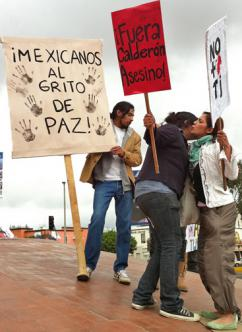 Demonstrators gather in Tijuana to call for an end to Mexico's drug war (Fronteras)