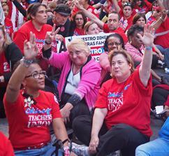 Chicago's teachers show their unity during a sit-in (Bartosz Brzezinski)