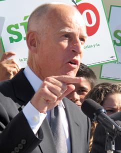 California Gov. Jerry Brown rallies support for Proposition 30 (Xueqiao Ma)