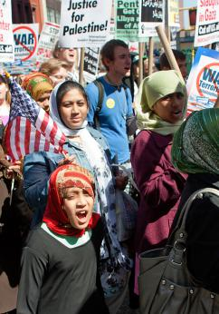The April 9 antiwar protest in New York brought together antiwar groups with large contingents of Muslims (Alexander Super | SW)