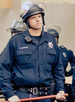 Oakland cops ready for action (Keoki Seu)