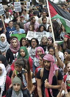 More than 1,000 demonstrated in Chicago to show their opposition to Israel's war (Todd St. Hill | SW)