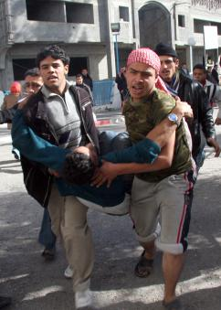 Palestinians in Gaza City carry a victim of the Israeli assault to Al Shifa hospital (Thair al-Hassany | propaimages)