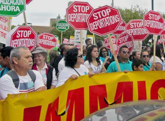 Marching for an end to deportations in Chicago (Bob Simpson)