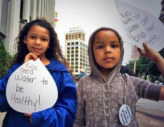 Kids join in a protest against the planned shutoff of water services (Detroit Water Brigade)