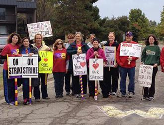 Reynoldsburg teachers on the picket line