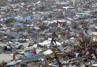 The demolished city of Tacloban following Typhoon Haiyan (Erik de Castro)