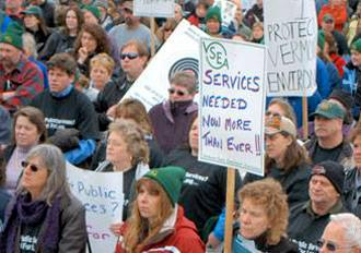 VSEA members protest Gov. Peter Shumlin's drastic budget cuts