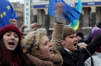 Protesters filling Kiev's Independence Square in late November (Ryan Anderson)