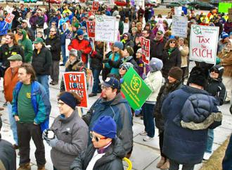 Vermont state workers protest Gov. Shumlin's proposed budget cuts (VSEA)