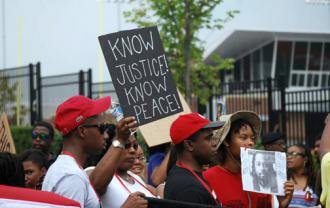 Cincinnati gathers to demand justice for Samuel DuBose (Taylor M. Meredith)