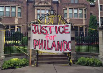 Opponents of police violence blockaded the governor's mansion after Philando's murder (Chance Lunning   SW)