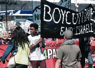 Marching for justice in Palestine in Oakland, California (Alex Chris)