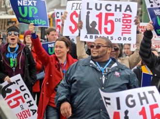 Protesters march for $15 an hour and a union in Chicago (Bob Simpson | SW)