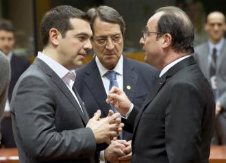 Greek Prime Minister Alexis Tsipras (left) talks with French President François Hollande (right)
