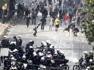 Protesters fend off a group of riot police advancing down the streets of Athens  (Athens Indymedia)