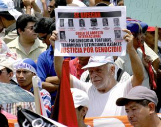 Guatemalan protesters demand that Ríos Montt and other war criminals be brought to justice